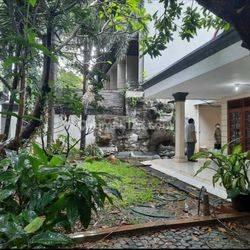 Rumah Tua Lokasi Strategis di Panglima Polim Jakarta Selatan