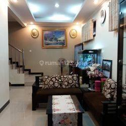 Rumah BAGUS 3 lantai STRATEGIS Di BANGKA MAMPANG Jaksel Semi Furnished