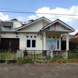 Rumah Beton Type 100, Akses Mudah & Ada Garasi di Jl. Sui. Raya Dalam Komp. Mitra Indah Utama 6