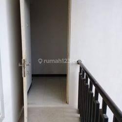 Rumah 2 Lantai Lokasi Belakang Rumah Sakit Ibnu Sina, Gresik LT 98 m2 (7x14) LB 190 m2 KT 3 KM 2