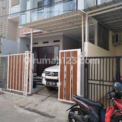 Rumah Baru Minimalis di Lokasi Strategis dekat stasiun KRL