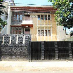 Rumah Brand New Baru Senopati Jakarta Selatan