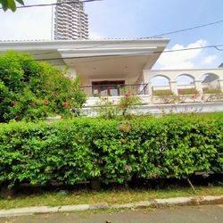 Rumah mewah hitung tanah 1.188mter bonus bangunan,jalan jaya Mandala VII,Patra kuningan Jakarta Selatan