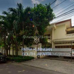Rumah Lux 2 lantai di Patra Kuningan, Premium Area, Lokasi super strategis