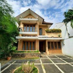 Rumah cantik digandaria selatan,lokasi strategis,akses mudah,dekat ke stasiun MRT dan Fatmawati raya,dekat ke H.nawi raya,dekat ke radio dalam dan pondok indah jakarta selatan