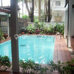 Classic House with Nice 4 Bedrooms at Permata Hijau Area