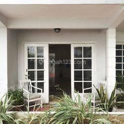 Rumah Lama (LT285) jl Panglima Polim (Zona Perumahan) Kebayoran Baru Jakarta Selatan