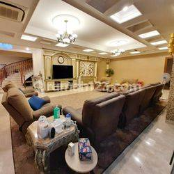 Exclusive and Luxury Full Furnished House at Jl. Thamrin Area, Jakarta Pusat