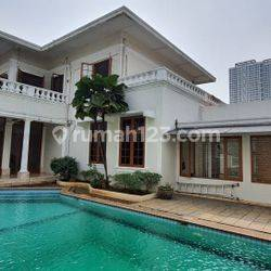 classic modern house with 2 gates entrance