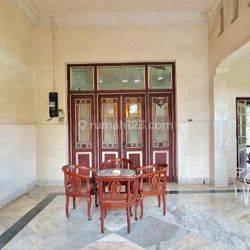 Rumah Antik, Bagus, Terawat Baik, Siap Huni di Jl. Slamet Riyadi