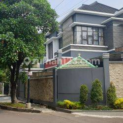 Rumah Mewah 2 Lantai Mewah Full Furnish di Lingkungan Elit kota Bogor akses tol
