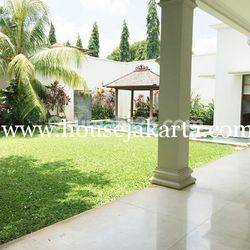 House for lease at Ampera nice and modern house near to kemang