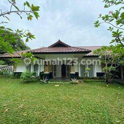 House for lease at Taman Patra kuningan nice and modern house prime location 24 hour security complex