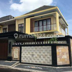 Rumah cantik furnish dua lantai dengan pool besar posisi hook