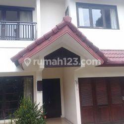 NICE HOUSE FOR STAY 4 BEDROOM IN SOUTH JAKARTA