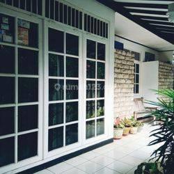 Di Mampang Prapatan, Rumah Terawat & Siap Huni, Lokasi Strategis