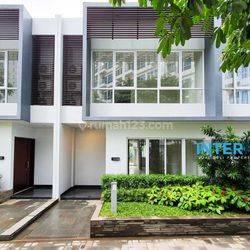 Rumah BARU Townhouse Puri Mansion Exclusive Langsung Hadap Kolam dan Taman - Siap Huni!