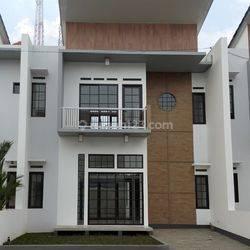 Rumah Mewah Strategis Di Cisarua Bandung Barat