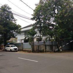 Huniyan lokasi bagus hitung tanah saja!! jl.dukuh Patra V Menteng dalam Jakarta Selatan