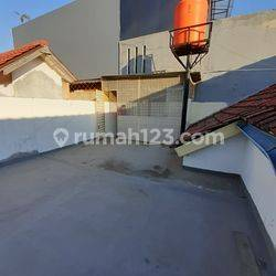 Rumah luas 135, 5 kamar, ada dak buat nyantai lokasi strategis