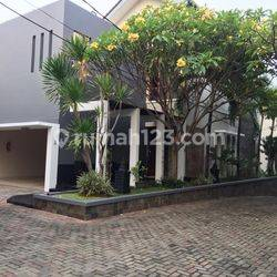 Compound House for lease at Pejaten near to Kemang nice and modern house