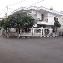 Rumah mewah dalam Komplek Eksklusiv di Jl. Ahmad Yani Harga 4m an