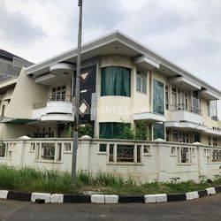 Rumah Permata Buana Luas 375m2 Posisi Hoek