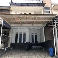 Rumah Tinggal Nyaman 2,5 Lantai Di Istana Sudirman