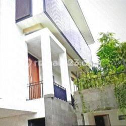 Rumah Mewah Patra Kuningan dengan kolam renang dan taman di kawasan strategis & bergengsi di Patra Kuningan Jakarta Selatan,UB