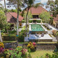 Exquisite Traditional Style Villa In An Enchanting Setting – 1965 P