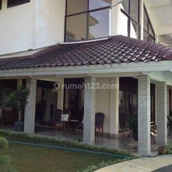 Rumah di Pondok Cabe, Jakarta Selatan ~ Pool ~ Siap Huni