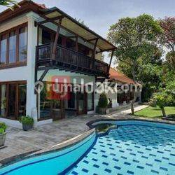 Villa Cantik Dengan Halaman Luas Dekat Pantai Mertasari di Jl. Pengembak Sanur Kauh