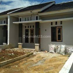 Rumah murah dalam cluster dekat stasiun keret di citayam