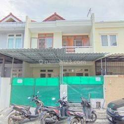 Rumah dengan area strategis, bebas banjir, rapi bagus di Taman Palem