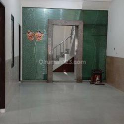 Rumah 3 Lantai Teluk Gong Kelurahan Pejagalan Kecamatan Penjaringan Jakarta Utara