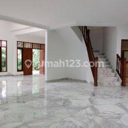 Rumah siap huni, 2 lantai di Area Panglima Polim