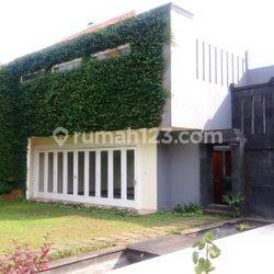 """Luxurious, Modern and Quite House for Expatriat and Ambassador in Senayan Area """"The Price Can Be Negotiable"""""""