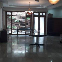 Rumah Asri Lokasi istimewa Jl. Panglima Polim IV, Melawai, Kebayoran Baru