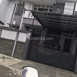 Rumah Kompleks DPR Kelapa Dua