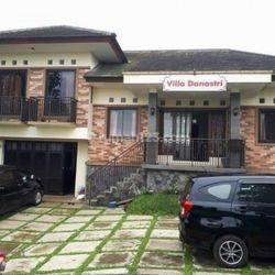 Villa Halaman Luas Di Bandung Barat