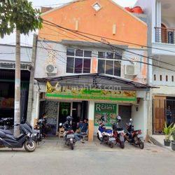 Ruko  2.5 Lantai  pinggir jalan dekat kecamatan Koja Jakarta utara