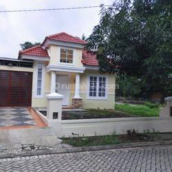Dijual murah rumah besar hoek katagory real estate di Citra Indah City