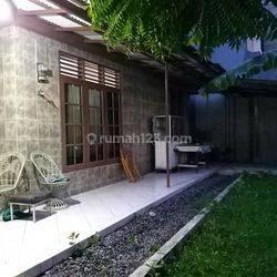Dijual Rumah Lama Hoek Lt: 342m2, SHM,di Jl Gudang Peluru, Jakarta Selatan,Hub: 0813-1838-1838 / 0878-7838-1838.