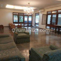 House  at Brawijaya area suitable for office