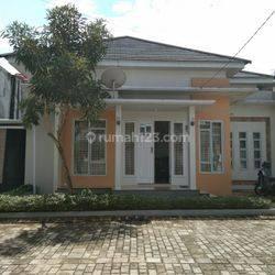 Rumah Full Perabot dalam Komplek 5 Menit ke Bandara