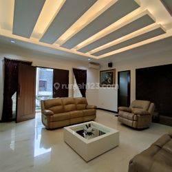 Rumah Permata Buana, 16x20, 3 Lantai, Kolam Renang, Hoek - 08.1212.560560