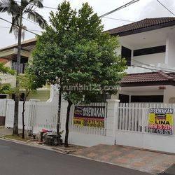 Taman Kedoya Baru. Rumah bagus ,Bersih, Terang. Dekat Sport Club.  lt 240 m2.