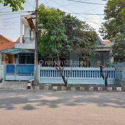 Rumah 2lt siap huni luas 10x15 150m type 3KT Perumahan Green Garden Jakarta Utara