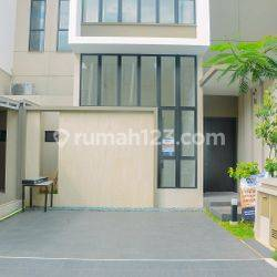 Homey 3BR House with Maid Room at Perumahan Asya Cluster Semayang By Travelio