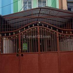 Rumah tingkat dengan pagar tinggi bagus murah di Permata Taman Palem